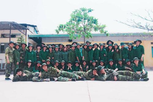 Sinh viên Cao đẳng Y Dược Pasteur tham gia khóa học quân sự