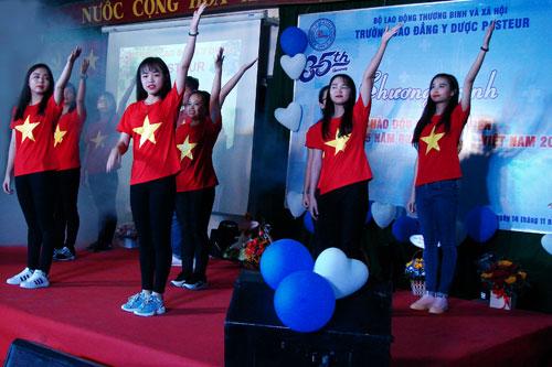 Tiết mục nhảy flashmob của các bạn sinh viên