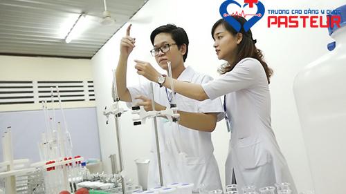 Trường Cao đẳng Y Dược Pasteur đào tạo lý thuyết song song với thực hành