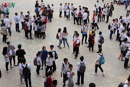 Ngày 26/06 thí sinh đã có mặt từ rất sớm để bắt đầu cho ngày thi thứ 2