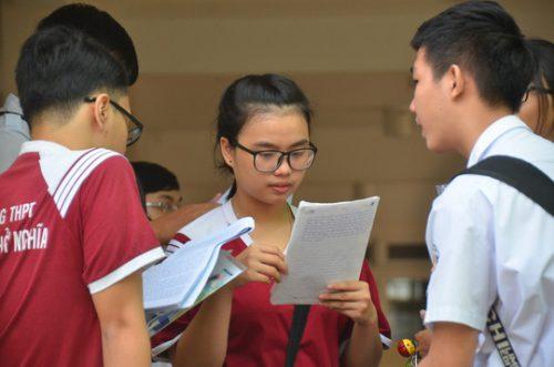 Nhiều thí sinh rút hồ sơ ở những trường có điểm sàn cao chót vót