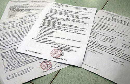 Những giấy báo nhập học tràn lan được gửi đến nhà nhiều thí sinh