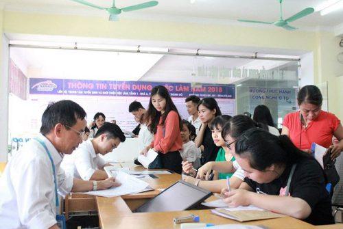 Nhiều trường ĐH, CĐ làm thủ tục nhập học tân sinh viên năm 2018