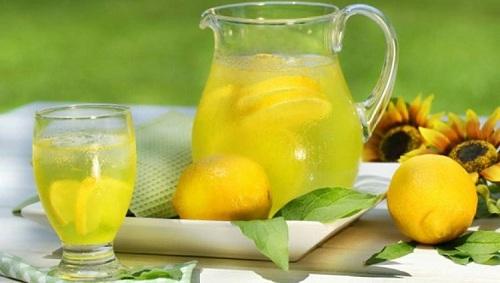 Nên uống nhiều nước hoa quả để tăng sức đề kháng