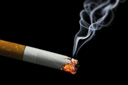 Khi uống thuốc cần tránh xa thuốc lá