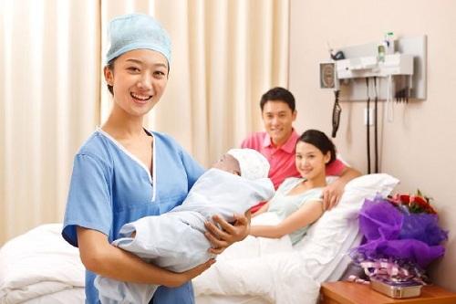 Tìm hiểu về công việc của nữ Hộ sinh tại bệnh viện