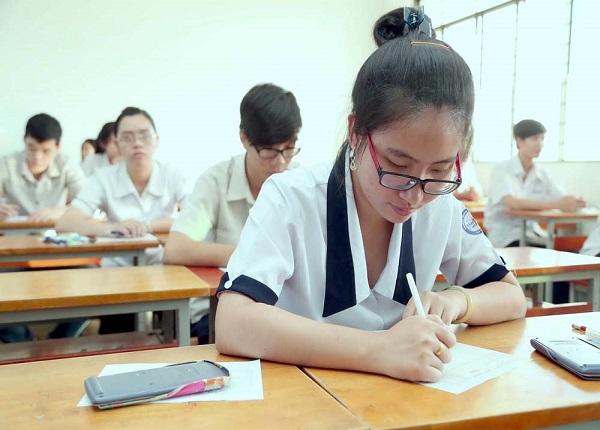 Dành thời gian kiểm tra đề thi trước khi làm bài tránh sai sót