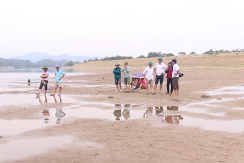 Khu vực sông Lam nơi 3 nam sinh bị đuối nước.