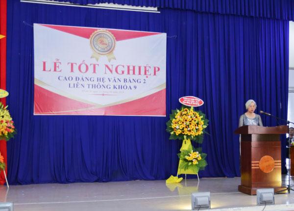TS. Nông Thị Tiến - Hiệu trường nhà trường phát biểu trong buổi lễ
