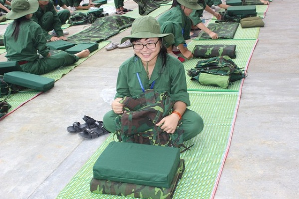 Sinh viên đi học quân sự
